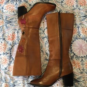 NWOB Frye Nova Cognac Embroidered Leather Boots